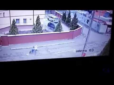 Tâlhărie filmată în fața bisericii (video)