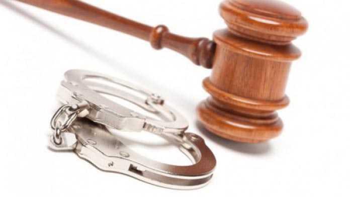 O femeie din Roman va face închisoare la bătrânețe pentru furt din magazine