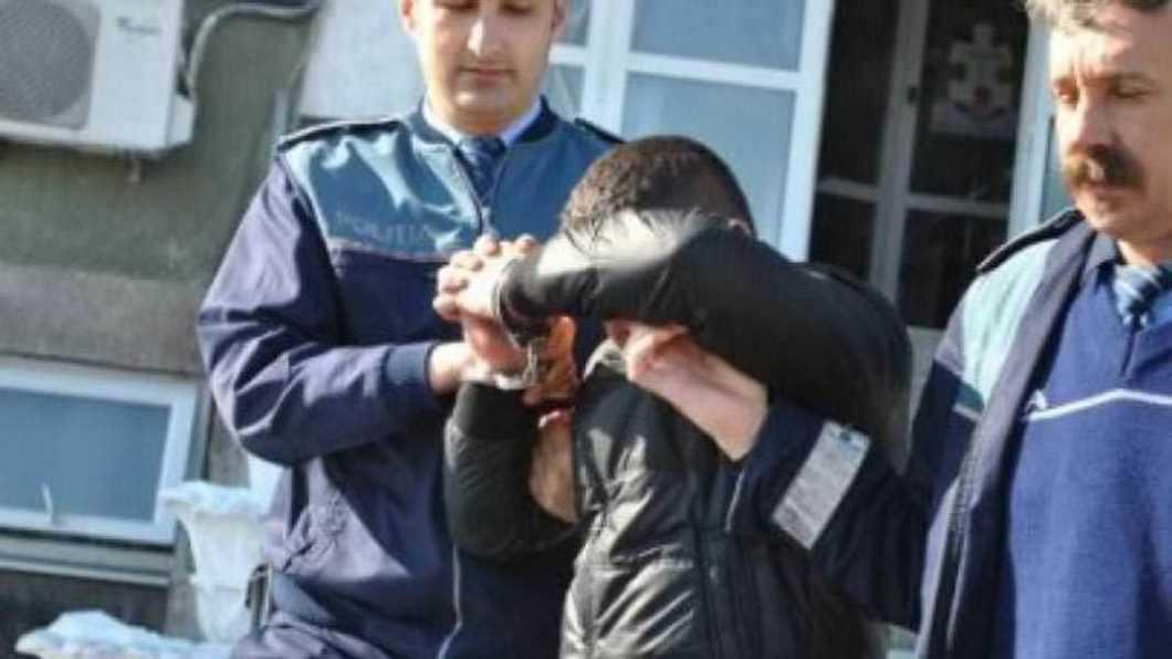Minor din Roman internat într-un Centru Educativ pentru că a furat mai multe telefoane mobile