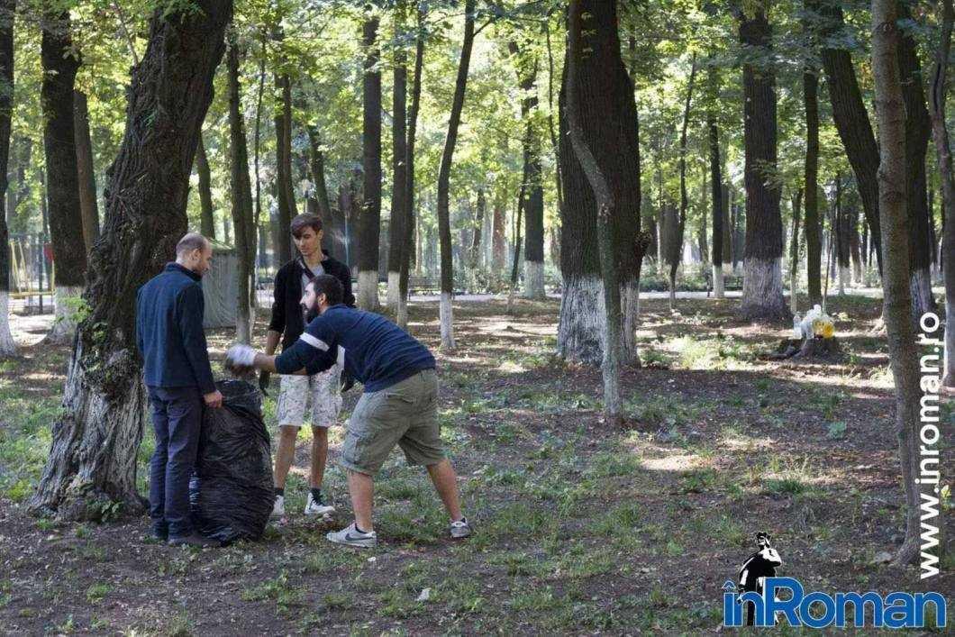 Franciscani curatenie parc 5