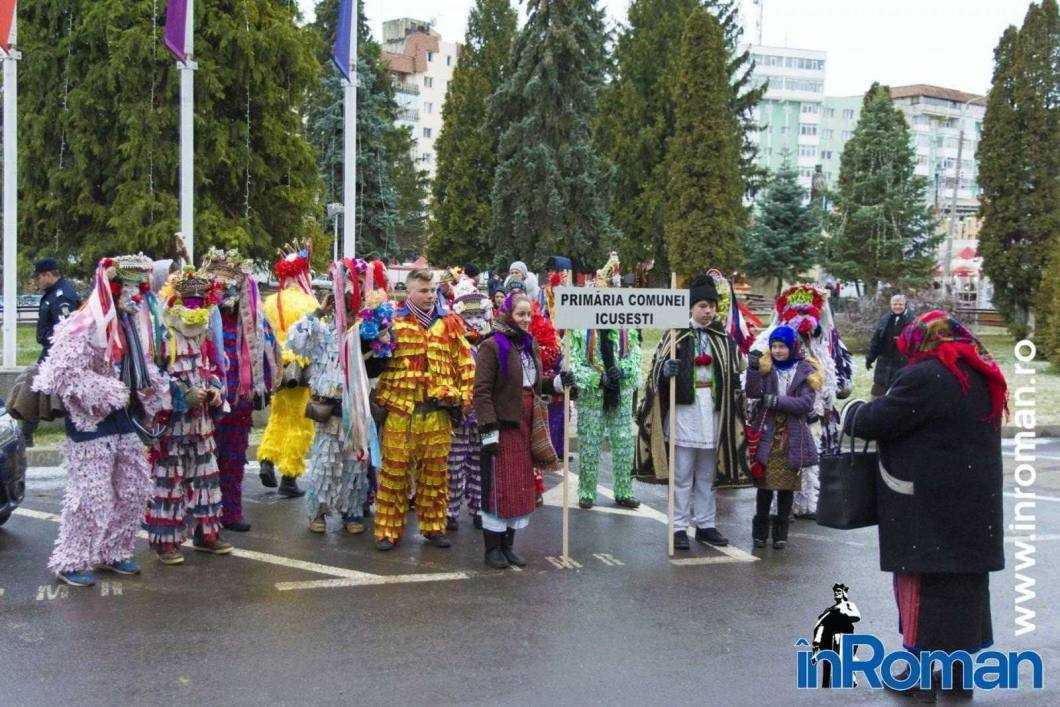 """Foto: Zeci de urători în oraș. Festivalul de Datini, """"sabotat"""" de E.ON 52"""