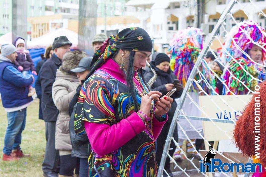 """Foto: Zeci de urători în oraș. Festivalul de Datini, """"sabotat"""" de E.ON 47"""