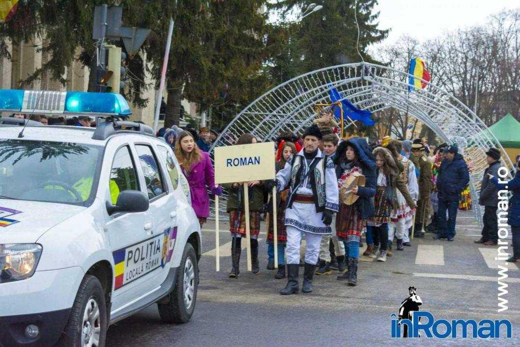 """Foto: Zeci de urători în oraș. Festivalul de Datini, """"sabotat"""" de E.ON 39"""