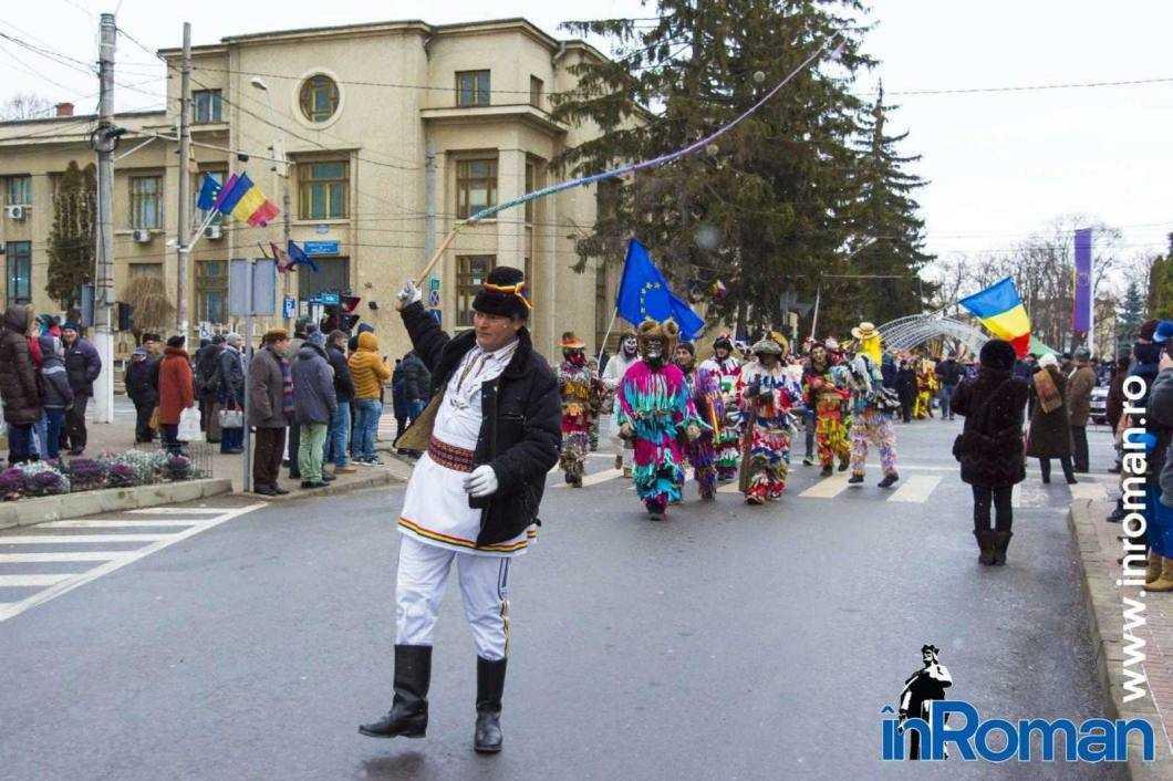 """Foto: Zeci de urători în oraș. Festivalul de Datini, """"sabotat"""" de E.ON 35"""