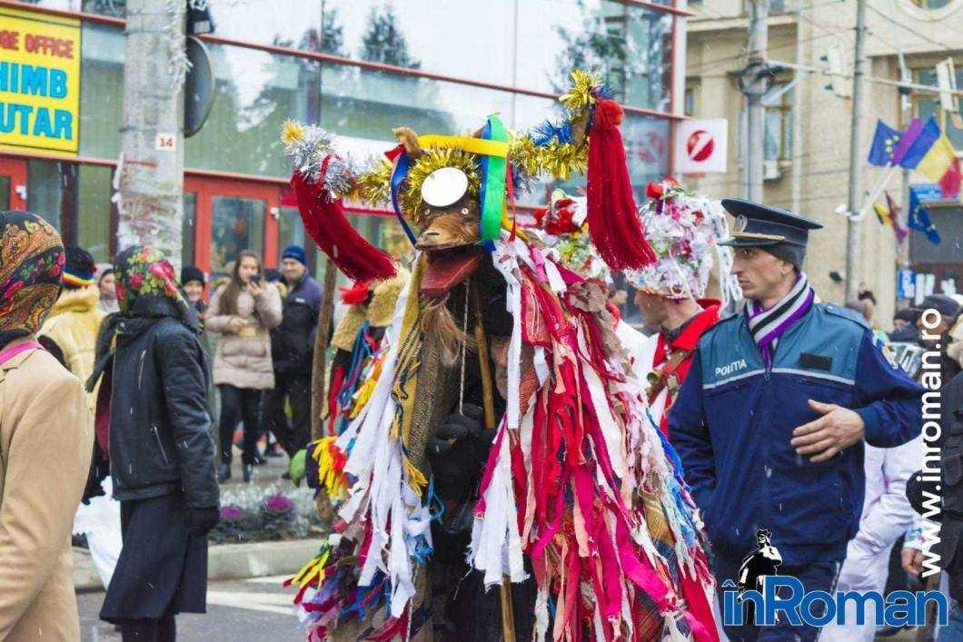 """Foto: Zeci de urători în oraș. Festivalul de Datini, """"sabotat"""" de E.ON 30"""