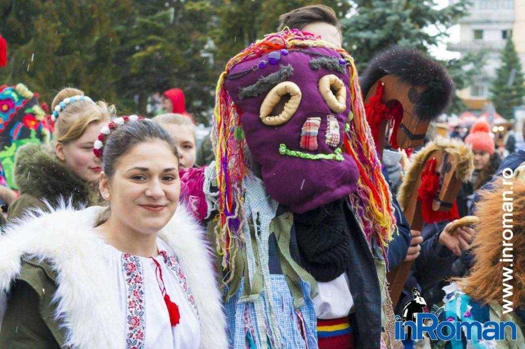 """Foto: Zeci de urători în oraș. Festivalul de Datini, """"sabotat"""" de E.ON 19"""