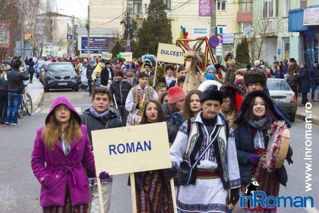 """Foto: Zeci de urători în oraș. Festivalul de Datini, """"sabotat"""" de E.ON 14"""