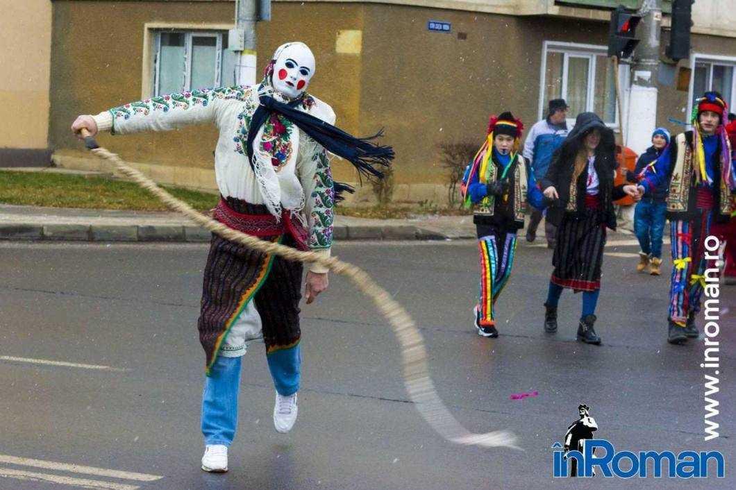 """Foto: Zeci de urători în oraș. Festivalul de Datini, """"sabotat"""" de E.ON 9"""