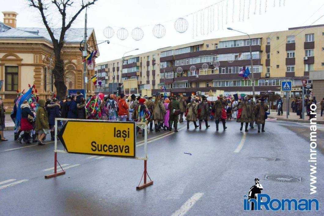 """Foto: Zeci de urători în oraș. Festivalul de Datini, """"sabotat"""" de E.ON 6"""