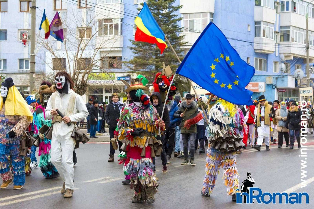 """Foto: Zeci de urători în oraș. Festivalul de Datini, """"sabotat"""" de E.ON 4"""