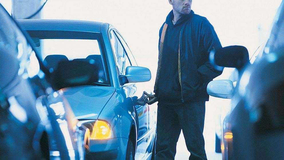 """Adolescenți """"ași"""" la hoții: au furat o mașină și au dat două spargeri"""