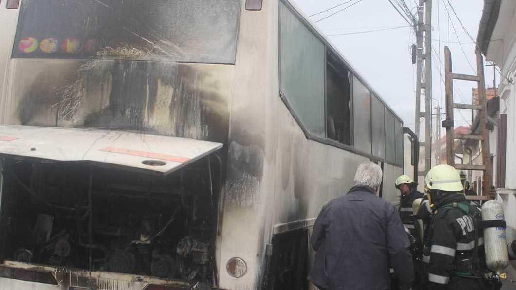 Un autobuz a luat foc