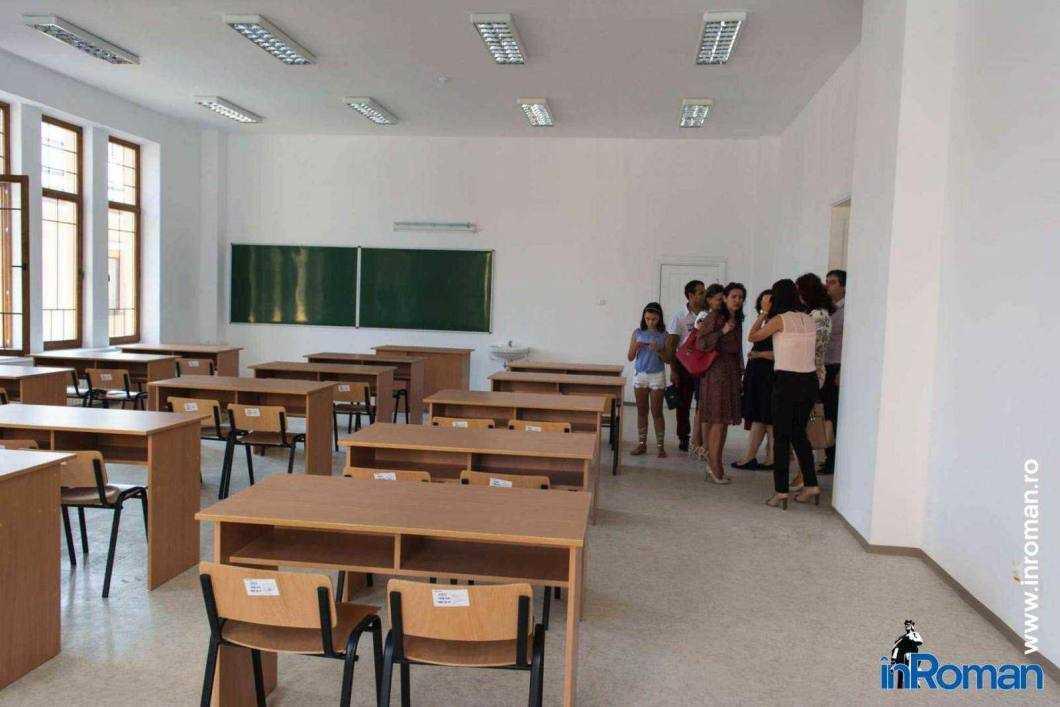 Toate școlile din Roman se redeschid în Scenariul 1