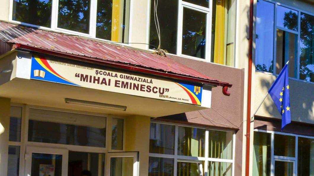"""Şcoala gimnazială """"Mihai Eminescu"""" Roman"""