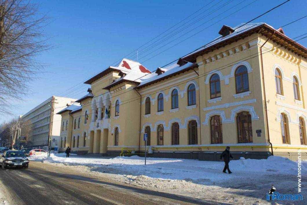 """110 directori și directori adjuncți au fost """"unși"""" în școlile județul Neamţ"""