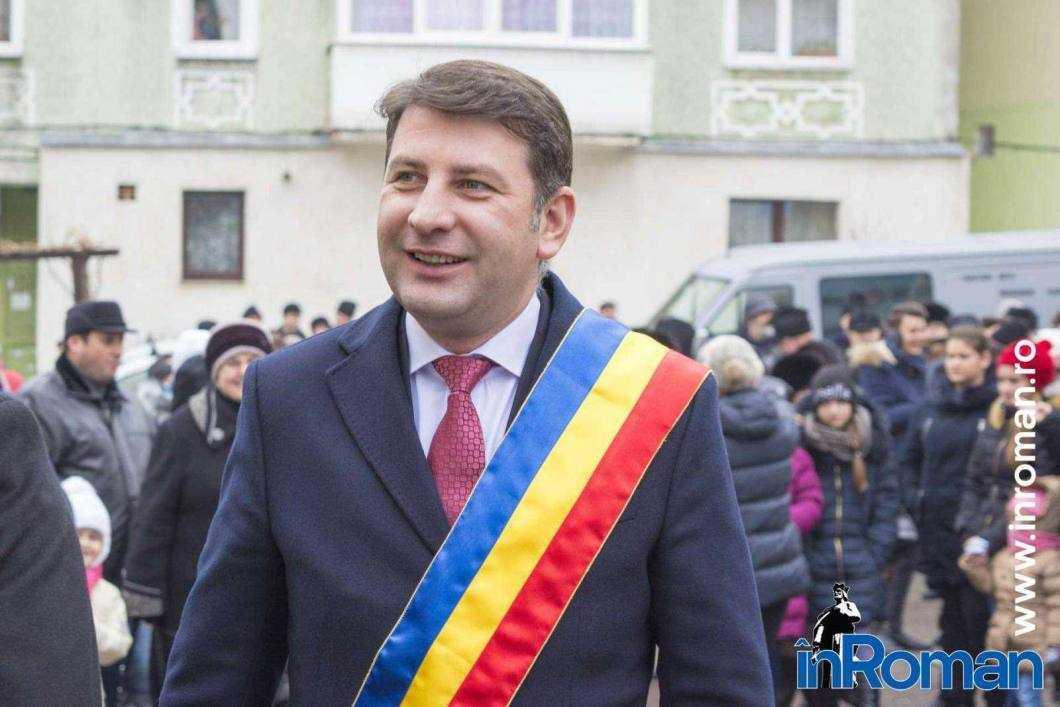 Primarul Romanului, Lucian Micu, declarat incompatibil
