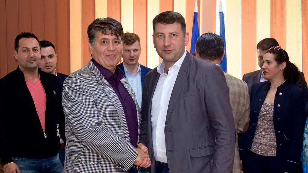 """Leoreanu și Micu: """"Marea familie romașcană este invitată alături de PNL!"""""""