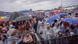 spectacol Carrefour umbrele ploaie 0742