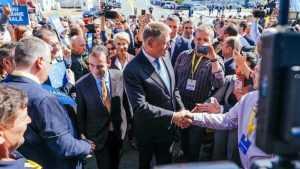 """Președintele Iohannis: """"PSD a realizat mii de kilometri de autostradă - cu creionul!"""" (P)"""