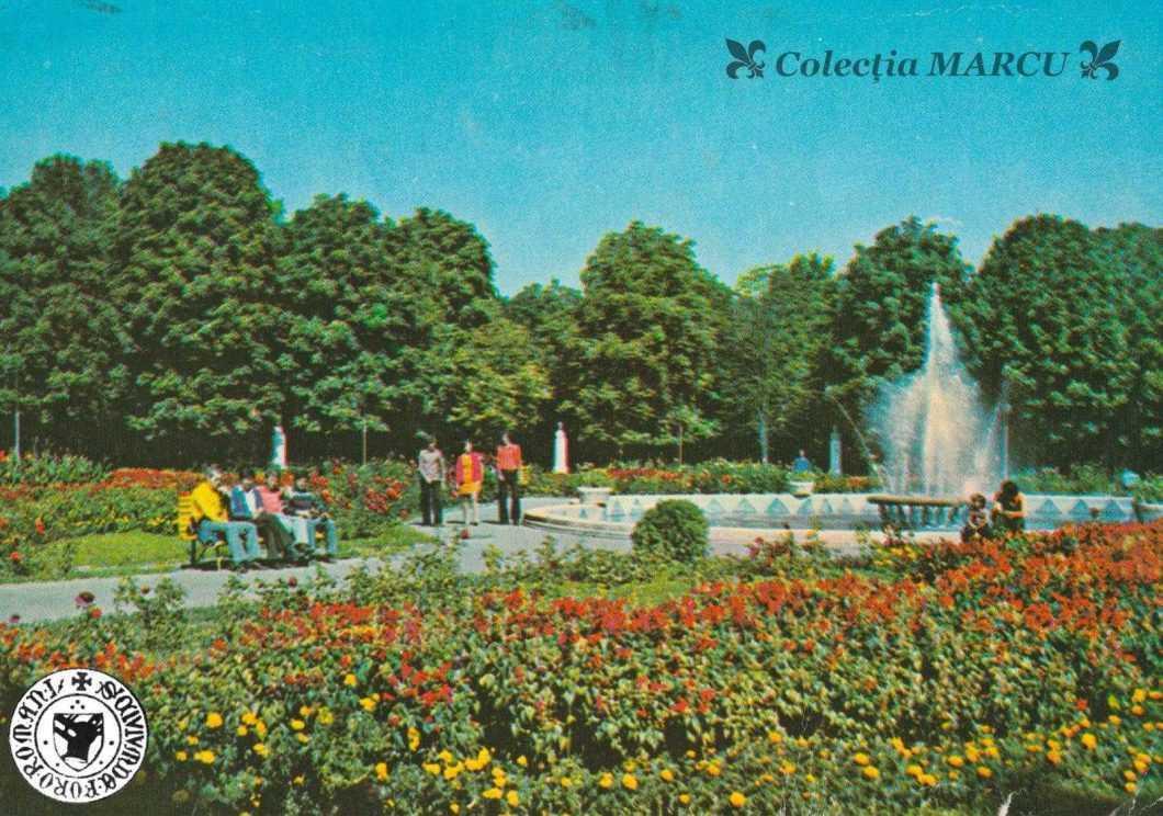 1978, Roman, Grădina Publică, fântâna arteziană (carte poștală ilustrată)