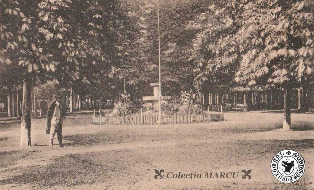 Roman, 1926, Grădina Mare, fântâna artezienă din Rondul I (carte poștală ilustrată)