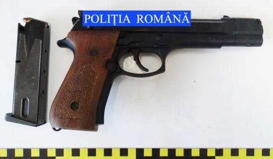 pistol Politia Roman
