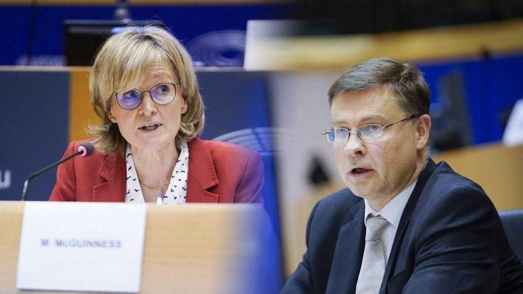 Mairead McGuinness și Valdis Dombrovskis în timpul audierilor din Parlamentul European